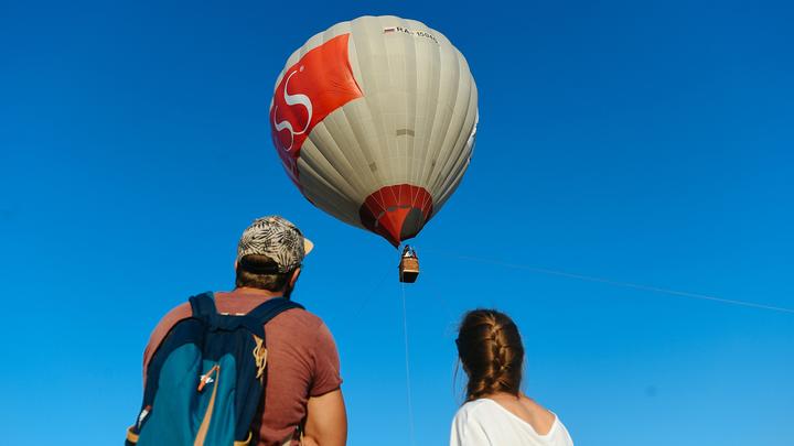 Воздушный шар с пустой гондолой чуть не привел к крушению самолета, летевшего в Москву