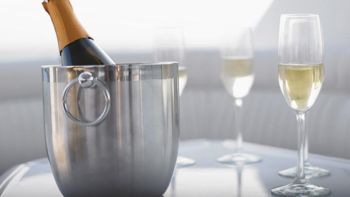Растущие к Новому году цены на шампанское заинтересовали ФАС