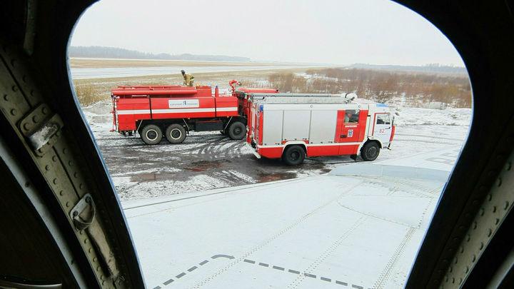 Два хлопка, и начали гореть: В Швеции совершил аварийную посадку самолет с горящим двигателем
