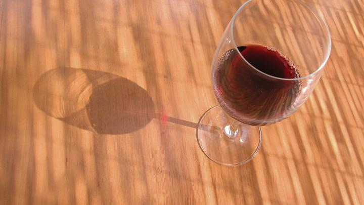 Доктор Смерть призвала украинцев пить антибиотики с алкоголем