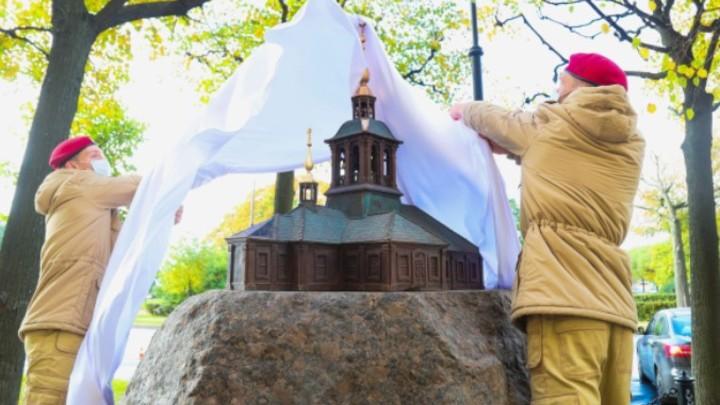 На месте утраченного Собора Пресвятой Троицы установили памятный знак