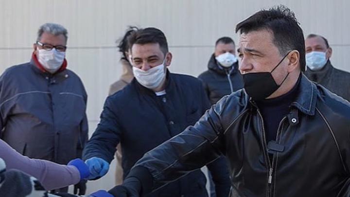 Надел для галочки?: Иваткина высмеяла чиновника в элитной маске total black