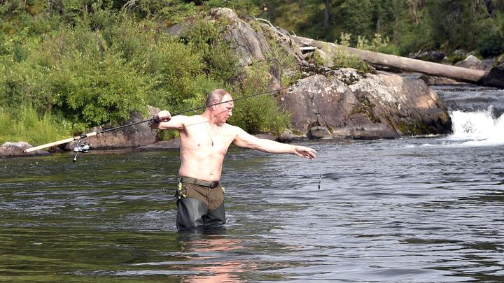 Все хотят повторить рекорд Путина: На реку со щуками устроили паломничество