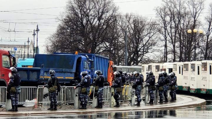 Адвокат прокомментировал массовые задержания после несанкционированной акции в Санкт-Петербурге
