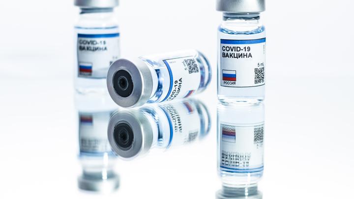Никто не говорит, что вакцина плохая, но…: Чего боятся вирусологи в борьбе с COVID