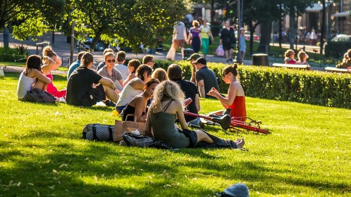 Майские праздники - в самоизоляции: Эпидемиолог заявил о необходимом решении. Власти пока молчат