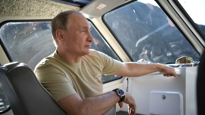 «Километр в бассейне, тренировки, хоккей»: В Кремле раскрыли секрет бодрости Путина