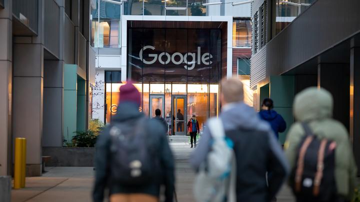 Гуглу указали на место: IT-гиганту запретили цензуру в России