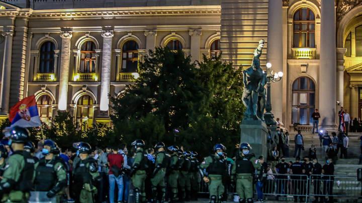 Полиция была не готова. Более 40 силовиков пострадали в ходе стычек с бунтующей толпой