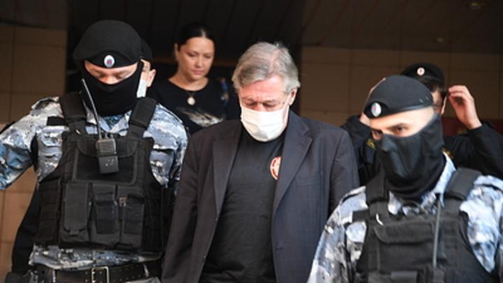Машина актёра Ефремова исчезла со штраф-стоянки МВД
