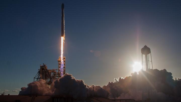 Космический корабль Dragon с тремя тоннами груза отправился к МКС