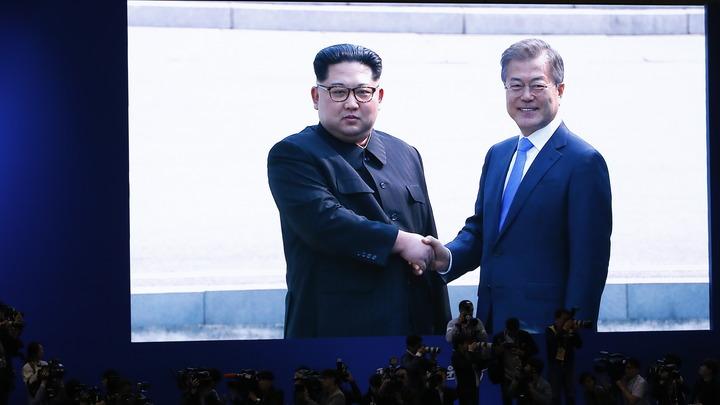 «Символ мира, наш хороший председатель»: Мун Чжэ Ин в восторге от вождя КНДР