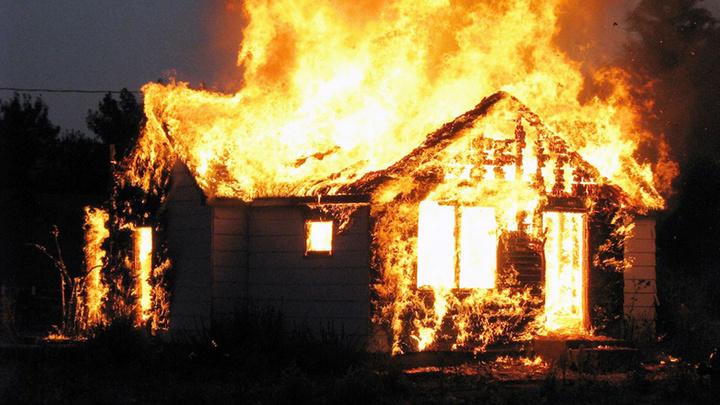 Ночью в разных районах Ивановской области сгорели дом и баня