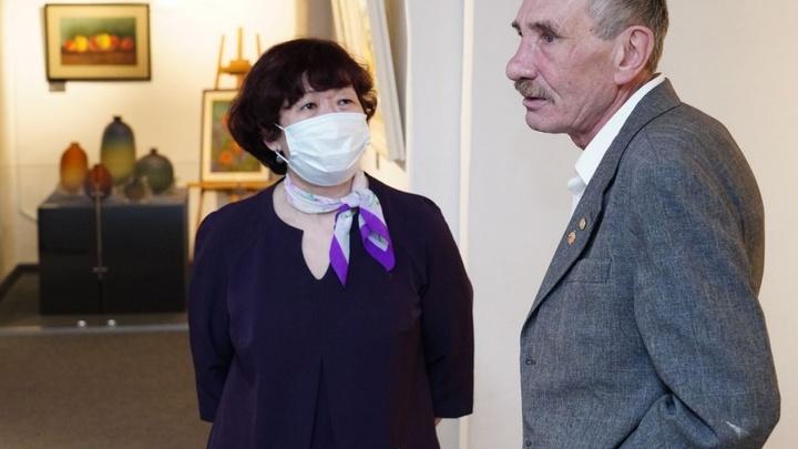 Во Владимирской области открылась гибридная выставка живописи и стекла