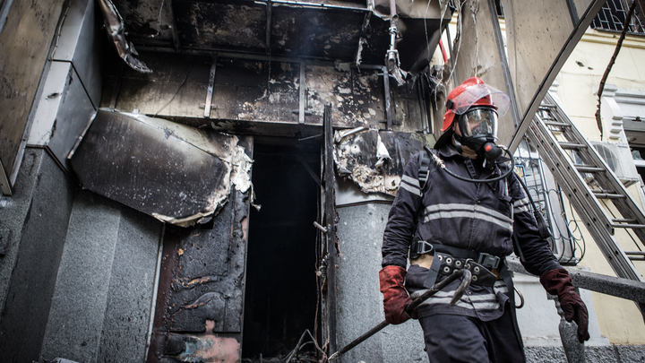 После массированной атаки ВСУ в пяти домах в Донецке вспыхнули пожары