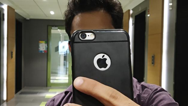 Троллинг Samsung с «зависшим» продавцом Apple сочли глупой местью