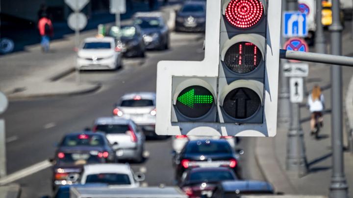 В Екатеринбурге из-за нового режима работы светофоров, на улице 8 Марта образовался затор