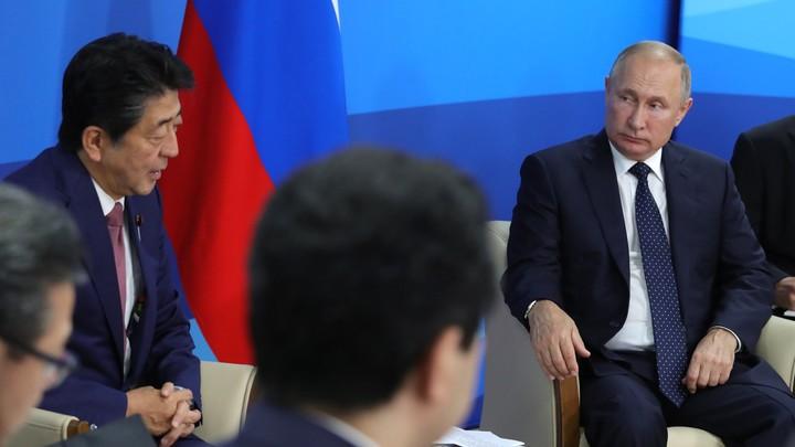 Путин отдаст Курилы ради личных целей: Эксперты жарко поспорили о мирном договоре России и Японии