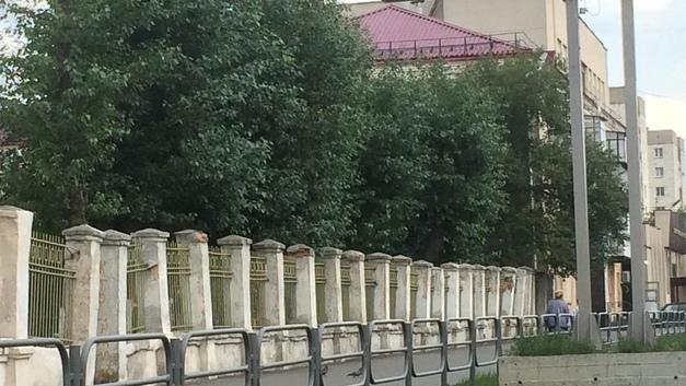 В Кургане на месте старинного забора поставят новый - за 1 млн рублей