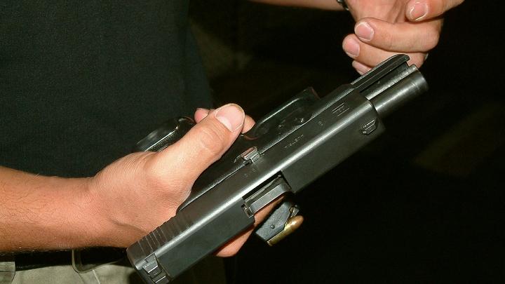 До 10 лет тюрьмы грозит 15-летнему подростку из Петербурга, забравшему у подружки три пистолета