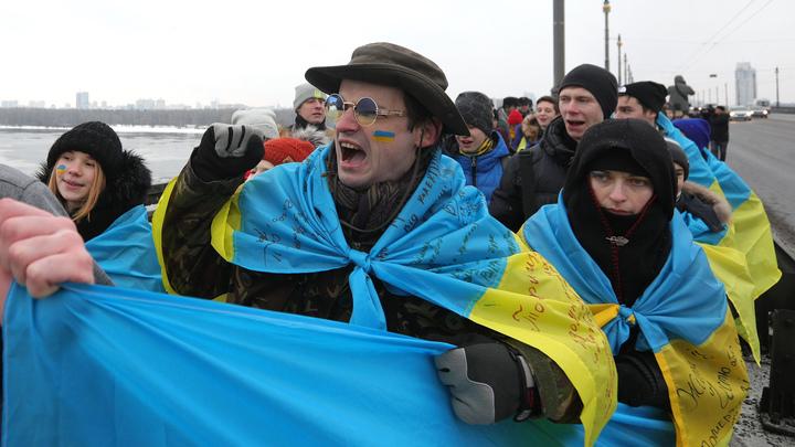 В Киеве призвали сменить курс на пророссийский, пока США слабеют