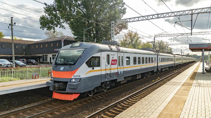 Поезд насмерть сбил женщину в Свердловской области