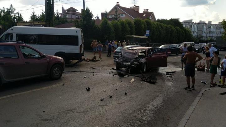 В Самаре на 9 просеке KIA врезалась в пассажирский автобус: 8 пострадавших