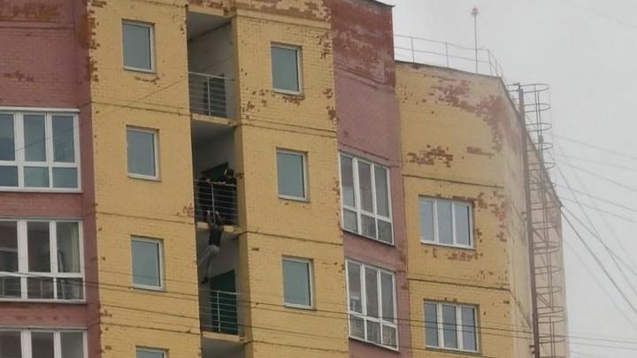 В Иванове юные экстремалы свешивались с балкона предпоследнего этажа высотки
