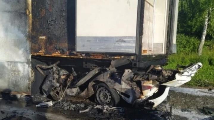 В Новосибирской области в страшном ДТП погиб 25-летний таксист