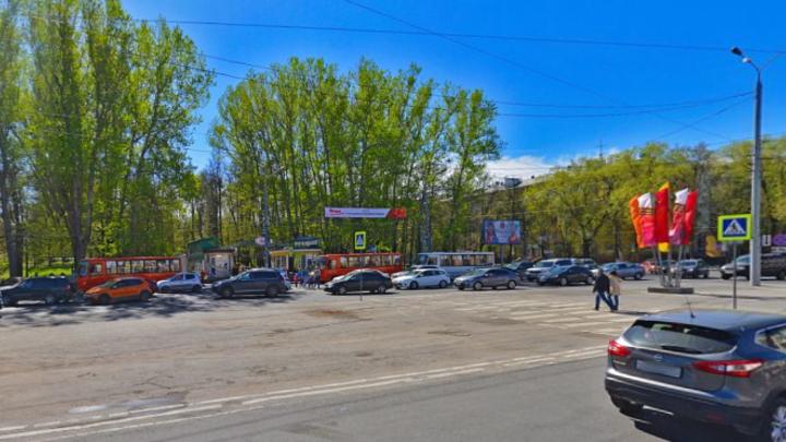 В Нижнем Новгороде на пл. Свободы устанавливают новые павильоны