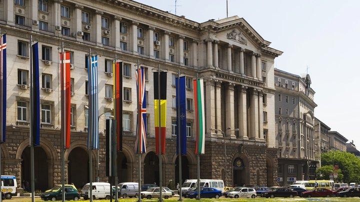 Бездоказательно обвинённые Болгарией в шпионаже российские дипломаты покинули страну
