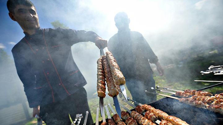 Мне нужно свежее мясо: Азербайджанцы в Удмуртии издеваются над русскими девушками. Часть 1