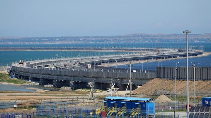 Мощный слой ила, пронизанный сваями: Геолог объяснил, может ли разрушиться Крымский мост