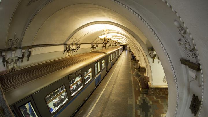 Поезда на фиолетовой ветке метро в Москве ходят с увеличенным интервалом