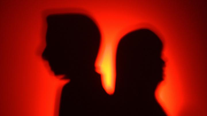 Короткая рабочая неделя увеличит число разводов в России - психолог