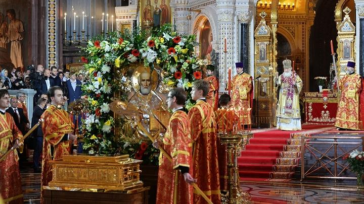 В первый день пребывания в Петербурге мощам Святителя Николая Чудотворца можно поклониться с 16:00