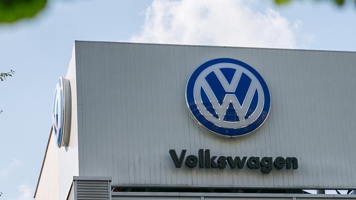 В Volkswagen призвали автомобилистов не нажимать на тормоз
