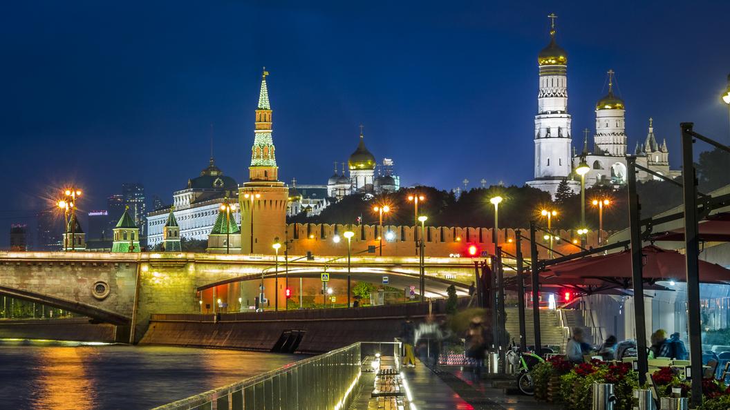 На башнях Кремля предлагают установить двуглавых орлов вместо рубиновых звезд