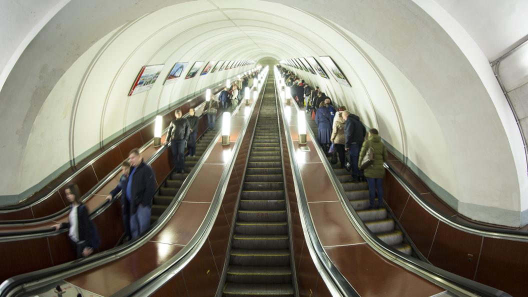 Настанции метро «Бауманская» эскалатор закрыли напрофилактику до12ноября