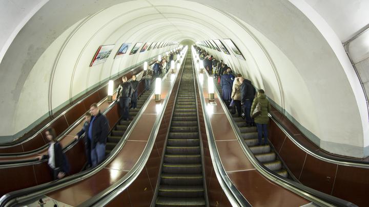 На ряде станций метро в Москве до конца года закрыли эскалаторы