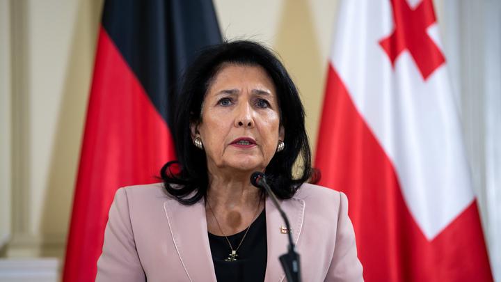 """""""Давайте с Гитлером ещё обсудите"""": Президент Грузии заявила, что ей нужен """"совет"""", участвовать ли в параде Победы"""