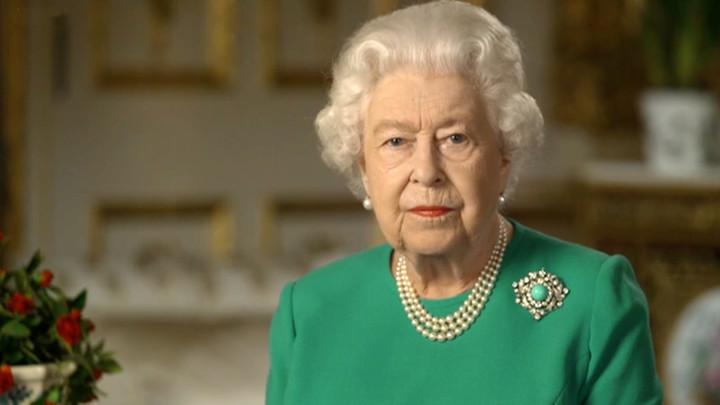 Бирюза надежды: Ювелиры расшифровали драгоценный подтекст выступления королевы