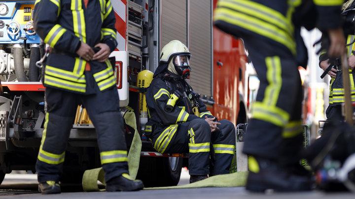 Приходилось мыть одноразовые маски и костюмы: В Брюсселе вместо врачей на COVID выезжают пожарные