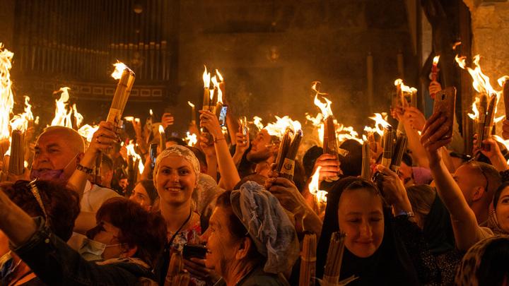 Благодатный огонь доставлен в Храм Христа Спасителя