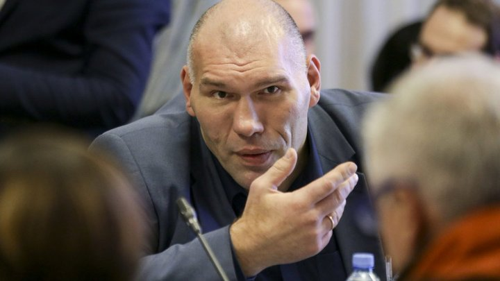 Валуев вежливо поставил точку в разговоре с агрессивным украинским болельщиком