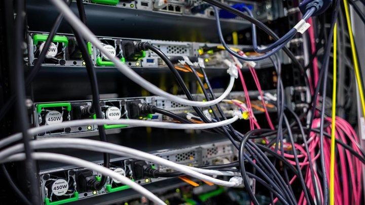 Не стать онлайн-жертвой США: Что даст России независимый интернет