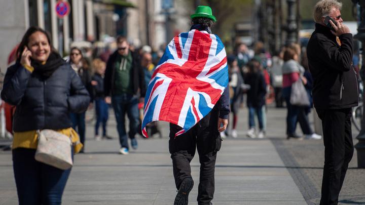 В Англии 57 жителей пожаловались на удушье из-за утечки неизвестного вещества - Sky