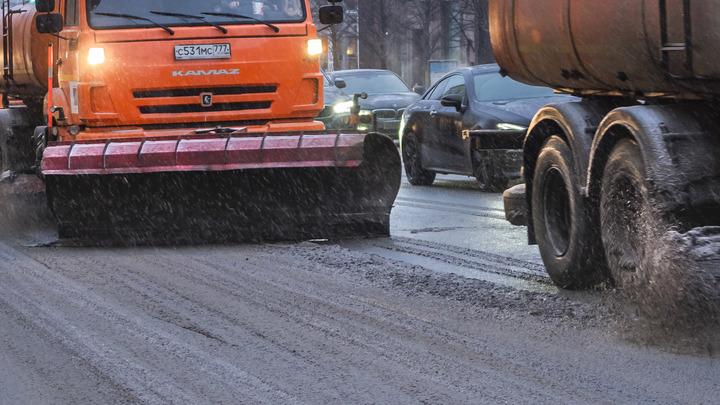 Снег в июне парализовал трассу под Иркутском: Вон автобус ползет, вот фуры встали