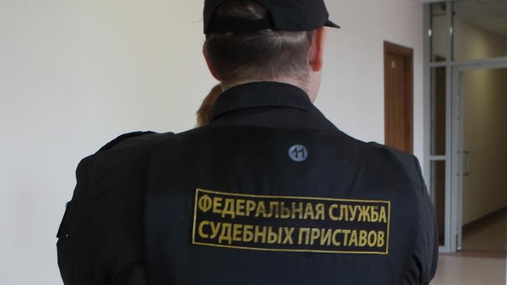 Судебные приставы невольно подыграли петербурженке, заманив в Россию её жениха