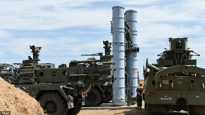 Под Москвой проверили боеготовность полка С-400 Триумф